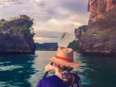 Towering limestone karsts, the turquoise waters of the Andaman Sea, the warm vibrant sun beating down on your cheek, you've heard amazing things about Krabi and you know it's going to be everything you dreamed of 🌴 🌴 🌴 🌴 … Read More