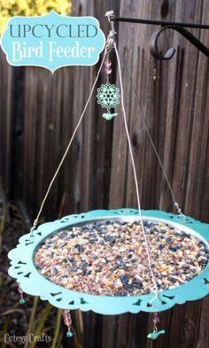 Looking for some ideas for simple DIY bird feeders that you can do as a family? Here are 25 of our favorites with instructions on how to make them at home