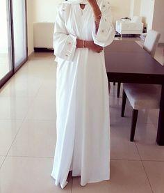 IG: ML_Designer_Emirates Modern Abaya Fashion IG: Beautiifulinblack Modest Fashion Hijab, Modesty Fashion, Hijab Chic, Abaya Fashion, Fashion Outfits, Hijab Fashionista, Hijab Fashion Inspiration, Mode Inspiration, Islamic Fashion