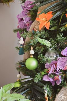 Try these global bohemian holiday decor ideas for the living room for a colorful, festive Christmas! 3 global bohemian holiday decor ideas for your home. Tropical Christmas Decorations, Diy Christmas Ornaments, Xmas Decorations, Christmas Bulbs, Holiday Decor, Bohemian Christmas, Beach Christmas, Christmas Home, Christmas Holidays