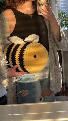 Crochet Bee, Kawaii Crochet, Cute Crochet, Easy Crochet, Diy Crochet Projects, Crochet Crafts, Yarn Crafts, Crochet Toys, Crochet Animal Patterns