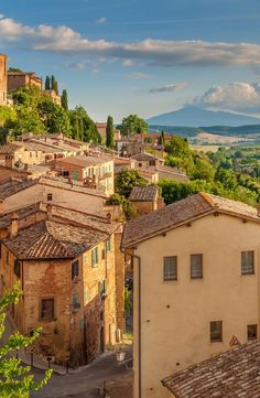Examine the Countryside Decorated with Majestic Gardens & Vineyards during Florence to Siena and The Chianti Area Tour in Luxurious Mercedes Vehicles. Beautiful World, Beautiful Places, Beautiful Pictures, Places To Travel, Places To Visit, Travel Destinations, Italian Summer, Northern Italy, Travel Aesthetic