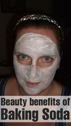 Beauty benefits of Baking Soda Exfoliation: Mix 1 tbsp. of baking soda with 1 tbsp. of water or apple cider vinegar. This is an excellent mild scrub for the skin, and also helps in tightening skin pores (when used with apple cider vinegar). Baking Soda Water, Baking Soda And Lemon, Baking Soda Shampoo, Baking Soda Uses, Baking Soda Mask, Baking Soda Scrub, Face Scrub Homemade, Homemade Face Masks, Homemade Moisturizer