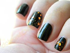 datyorkLOVES: Black Mani with Bonita Large Gold Glitter