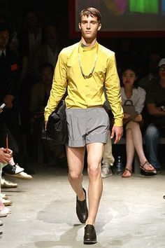 See the complete Prada Spring 2007 Menswear collection.