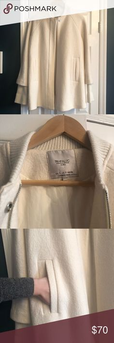 33d2066cdc9c5 Zara Winter White Coat Sz S In perfect condition