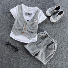 45c3194e1882  NOUVEAUTÉ  Ensemble pour bébé garçon comprenant un tee-shirt avec gilet  intégré et