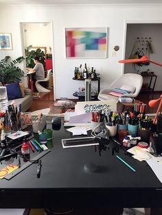 Inspire-se com a decoração do home office do calígrafo Fabio Maca.
