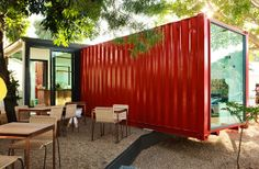 The Freedom Café in Durban is a prime example of a pop-up shipping container restaurant which just works. Container Buildings, Container Architecture, Architecture Design, Sustainable Architecture, Café Container, Shipping Container Design, Shipping Containers, Container Restaurant, Container Conversions