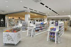 Display cabinet for farmacia shop 3d Interior Design, Interior Design Services, Interior Ideas, Display Design, Store Design, Shop Counter, Shops, Led Light Fixtures, Cosmetic Shop