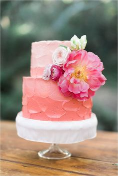 If you are planning a spring wedding and thinking over desserts, let them eat cake! We've prepared awesome ideas for a spring wedding cake that will Beautiful Wedding Cakes, Gorgeous Cakes, Pretty Cakes, Cute Cakes, Amazing Cakes, Pink Ombre Cake, Coral Cake, Orange Ombre, Bolo Floral