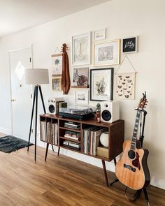 mid century modern gallery wall Rustic Gallery Wall, Gallery Wall Bedroom, Modern Gallery Wall, Gallery Walls, Stair Gallery, Wall Collage, Mid-century Modern, Mid Century, Shelves