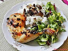 Sezóna hub je stále v plném proudu a u nás nesmí chybět kuře na houbách s dušenou rýží. Salmon Burgers, Bagel, Bread, Chicken, Ethnic Recipes, Food, Brot, Essen, Baking