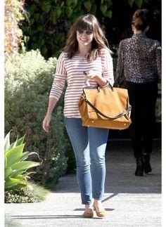 Sophia Bush    Look de star Neo BCBG    Toujours simple et élégante, inspirez vous du look de l'actrice.