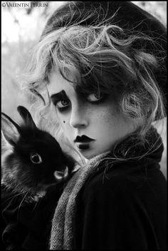Alice in Wonderland / karen cox.Alice in Wonderland / karen cox. Dark Beauty, Makeup Inspiration, Character Inspiration, Chesire Cat, Vampire, Karen, Belle Photo, Halloween Makeup, Clown Makeup