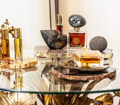 NadiaZ collects petrified wood art pieces carefully selected for their beauty and the way they marry with NadiaZ Perfume Collection artistic designs. Using petrified wood slices as exhibition platters confers to NadiaZ Perfume Collection an inimitable aura of sheer luxury and serenity.