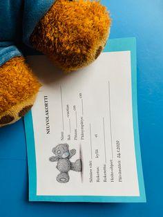 Vietimme päiväkodissa Nalleneuvola päivää ja lapset saivat neuvolakortin lääkäriltä omasta pehmolelustaan. Painoa ei merkitty, kun  meillä ei ollut vaakaa. Ikat, Napkins, Towels
