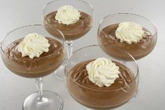 """Chocolate mousse. Quite an easy recipes with only egg yolks as a """"specialty"""" item. (Recipe in Danish)"""