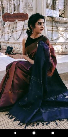 - Source by - Trendy Sarees, Stylish Sarees, Saree Designs Party Wear, Indian Wedding Outfits, Indian Outfits, Saree Poses, Modern Saree, Saree Photoshoot, Saree Trends