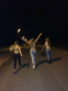 32 Ideas Party Summer Night Friends For 2019 Night Aesthetic, Summer Aesthetic, Aesthetic Girl, Best Friend Pictures, Friend Photos, Bff Pictures, Summer Nights, Summer Vibes, Fotografia Grunge