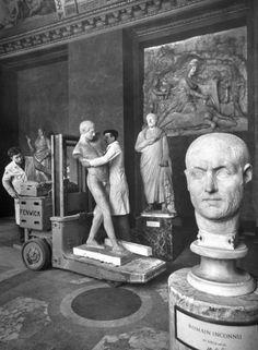 Dmitri Kessel - Le Louvre, 1953