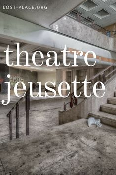 Das Theatre Jeusette ist ein verlassenes Theater mitten in Belgien. Wer diesen Lost Place betritt, meint die Zeit wäre stehengeblieben.    Ein wirklich schöner Lost Place in Belgien, von dem ich wieder Fotos mitgebracht habe. Eine aufregende Tour mit einem wirklich tollem verlassenem Ort!