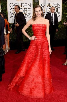 Allison Williams in Armani Privé on the red carpet at the 2015 Golden Globes.