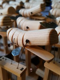 Whale Decor, Bushcraft Gear, Kinetic Art, Wal, Wood Toys, Wood Carving, Clothes Hanger, Designer, Diy And Crafts