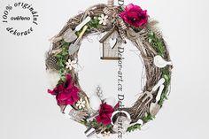 Moderní a barevně velice povedený jarní věnec na dveře. Grapevine Wreath, Grape Vines, Christmas Wreaths, Holiday Decor, Design, Home Decor, Decoration Home, Room Decor, Vineyard Vines