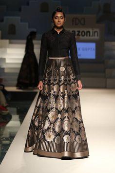 Designer Abhishek Gupta shows how to create a functional lehenga. #borninbenaras #ethnic #black #fashion