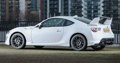 2015 Toyota GT86 Brings Aero and Giallo Range-Topping Trims
