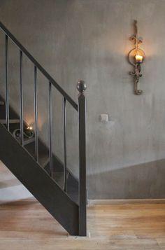 Trap geschilderd met Carte Colori vloerverf in de kleur Kokos.