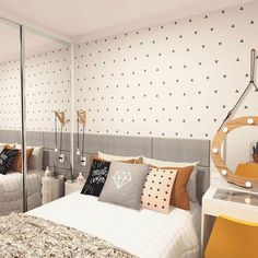 Awesome ideas to make your girls bedroom match their needs and dreams. Create a fun and stylish bedroom for young girls and teenagers with our inspiration. Small Room Bedroom, Dream Bedroom, Home Bedroom, Girls Bedroom, Bedroom Decor, Bedrooms, Bedroom Themes, Girl Bedroom Designs, Stylish Bedroom