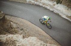 grimper grimper et encore grimper. La saison 2016 est lancée et Alberto Contador na quune seule priorité sentrainer pour être devant. #iamspecialized by specialized_fr