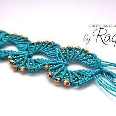Beachy Shells Micro Macrame Bracelet | JewelryLessons.com