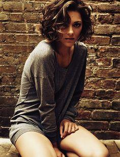 Short, curly hair. I would need bangs.