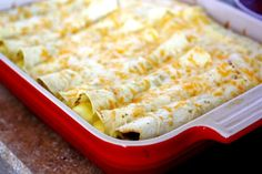 You are going to love these breakfast enchiladas! This is the best breakfast casserole I've ever made and I am so excited to share it with you. We had a family brunch a few weeks ago after Zeke's baby What's For Breakfast, Breakfast Dishes, Breakfast Recipes, Overnight Breakfast, Breakfast Enchiladas, Breakfast Tortilla, Breakfast Burritos, Cheesy Potato Soup, Think Food
