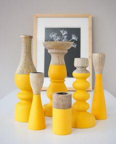 Set van 6 houten kandelaars met een vrolijke gele kleur! www.wereldswoonaccessoires.nl