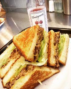 C'est le #burger de @cheztousignant pour @LeBurgerWeek #Montreal! Dernière journée pour participer à #LeBurgerWeek! #food #foodie #foodporn