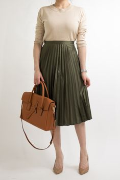 business-casual-women-work-office-professional-outfit-ideas-miss-louie-49