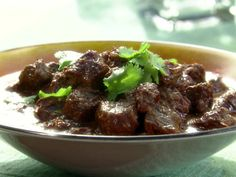 Goan Beef Curry with Vinegar: Beef Vindaloo, Recipe courtesy Aarti Sequeira, Food Network. Made this for dinner tonight! Spicy but so good. Goan Recipes, Indian Food Recipes, Beef Recipes, Curry Recipes, Vindaloo Recipes, Bison Recipes, Entree Recipes, Chinese Recipes, Recipies