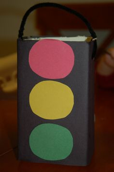 Make Your Own Traffic Light & Car Holder! – Surviving A Teacher's Salary Traffic Light Craft: Great for spotlighting Garrett Morgan and Black History Month! Daycare Crafts, Preschool Projects, Projects For Kids, Art Projects, Easy Crafts For Kids, Toddler Crafts, Craft Kids, Transportation Crafts, Black History Month Activities