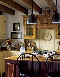 Country Cottage Kitchen Photos - get inspired ideas for better kitchen design and better bathroom design Primitive Kitchen, Cozy Kitchen, New Kitchen, Kitchen Decor, Kitchen Small, Kitchen Ideas, Awesome Kitchen, Kitchen Yellow, Primitive Decor