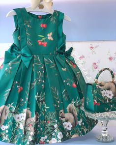 Um sonho de vestido! 💚 Lindeza demaaaaaaais define esse vestido! 😍 #News #SpringSummer 😍 _______________________________________________________ • VALOR VESTIDO: R$429,90 • VALOR BOLSA: R$289,90 | • TAMANHOS: 4, 6 e 8 anos!  _______________________________________________________ 🛍 Para compras (Somente varejo): 📱 (62) 98225-6145 📱 (62) 98149-9926 ☎️ Loja física: (62) 3922-0052 _______________________________________________________ OBSERVAÇÕES
