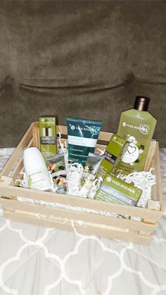 Idea para regalo yves rocher Box, Gifts, Decor, Gift, Pictures, Makeup, Snare Drum, Presents, Decoration