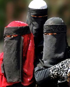 Swahili Niqab I - Lamu, East Africa by david schweitzer, via Flickr