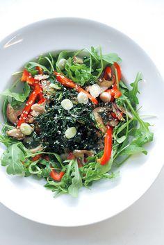 shitake mushroom, red pepper & crispy seaweed salad