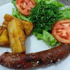 Dinner time linguiça defumada 100%caseira mandioca frita na banhasaladex  Hoje rolou omelete e suco verde pela manhã e só agora rolou rango by silviapaulaaa