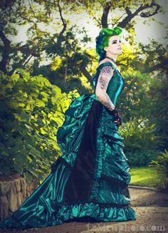 Google Image Result for http://2.bp.blogspot.com/-tA4u7jxmAQs/TaK9Y3oWZ2I/AAAAAAAAAmU/9NYk2X2yJgE/s1600/Green_Black_Gothic_Steampunk_Victorian_Dress.jpg