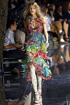 Dolce & Gabbana Spring 2004 Ready-to-Wear Fashion Show - Hana Soukupova